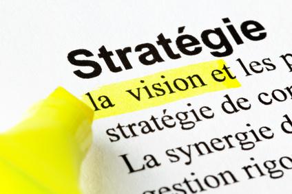 Stratégie, vision, texte surligné avec un stylo-feutre jaune